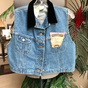 👚 NWT LEE Jean Vest w/Black Velvet Collar